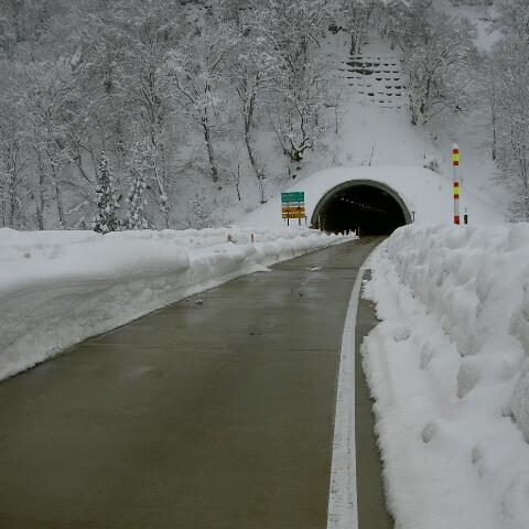 トンネル湧水/トンネル空気熱利用ヒートポンプシステム